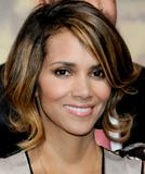 th_62743_Halle_Berry_2009_Jenesse_Silver_Rose_Gala_Auction_in_Beverly_Hills_35_122_1lo.jpg