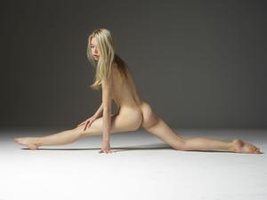 Margot - Young Spirit [Zip]f57q45kxgj.jpg