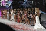 th_59886_celeb-city.org_VICTORIAS_SECRET_Fashion_Show__66_122_402lo.JPG