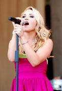 http://img250.imagevenue.com/loc411/th_87524_Emily_Osment_2010___Taste_of_Chicago_concert_260610_004_123_411lo.jpg