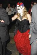 http://img250.imagevenue.com/loc539/th_419620544_Hilary_Duff_Goes_To_a_Halloween_Party22_122_539lo.jpg
