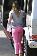 http://img250.imagevenue.com/loc585/th_581923992_Hilary_Duff_Leaving_a_friends_house12_122_585lo.jpg