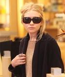 Olsen twins (Сестры Олсен: Мэри-Кейт и Эшли) - Страница 3 Th_06471_olsen112309_01_122_60lo