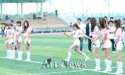 SNSD biểu diễn trên sân vận động cổ vũ cho trấn đấu bóng giải vô địch Th_01390_02_122_75lo