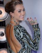 http://img250.imagevenue.com/loc391/th_393633300_Miley_Cyrus_821_122_391lo.jpg